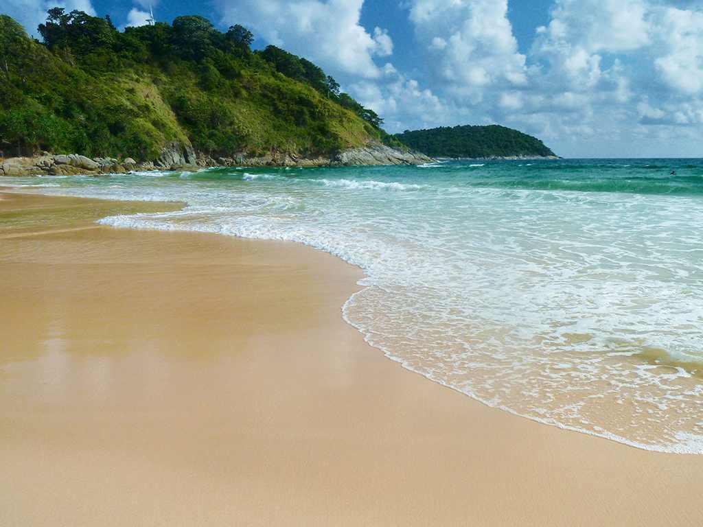 Nai Han (Harn) Beach